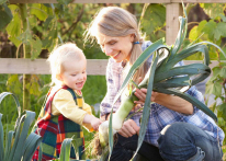 Photo of a woman and child. Link to Life Stage Gift Planner Under Age 60 Situations.